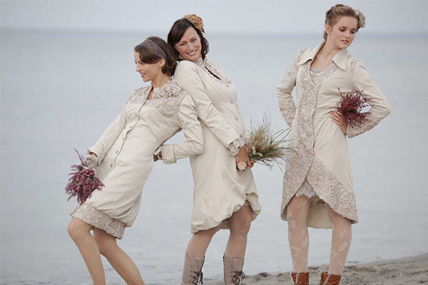 08-bocouture-hamburg-brautmodeb02-als-wedding-dress-in-sand-lace