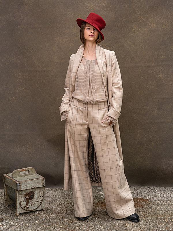 Hose Agathe . Bluse Adele . Mantel Margeaux